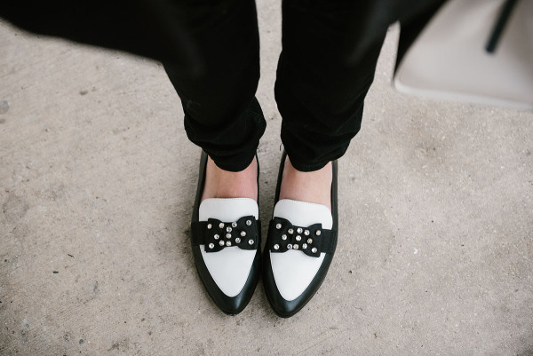 kate-spade-black-and-white-rhinestone-bow-flats