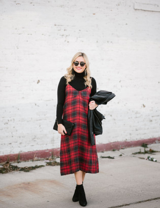 Bows & Sequins styling a plaid dress for the holiday season in Chicago.