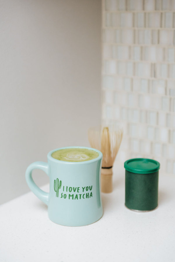 Bows & Sequins shares an easy recipe to make matcha lattes at home.