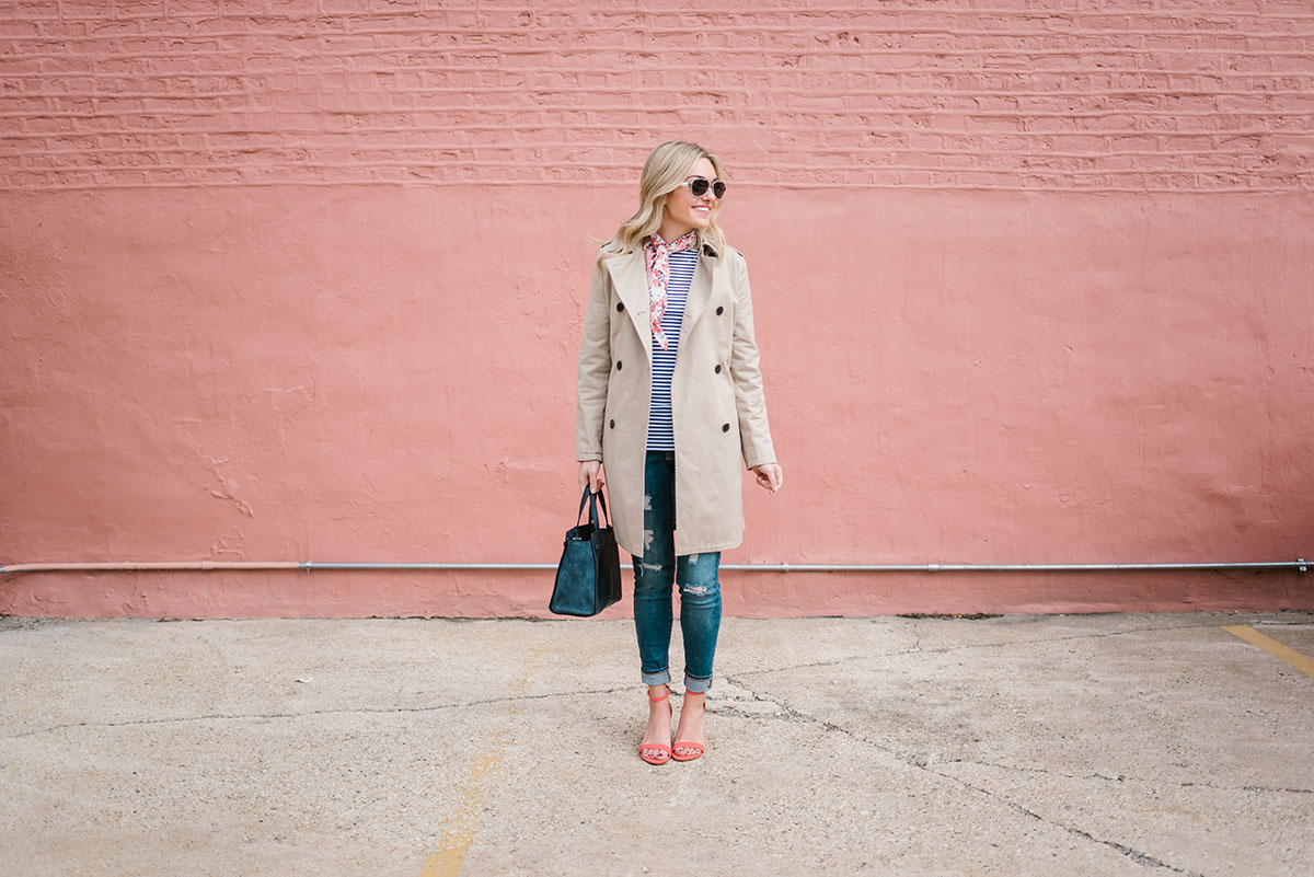 Jessica from Bows & Sequins wearing a tan Old Navy trench coat with skinny jeans and coral heels in Chicago.
