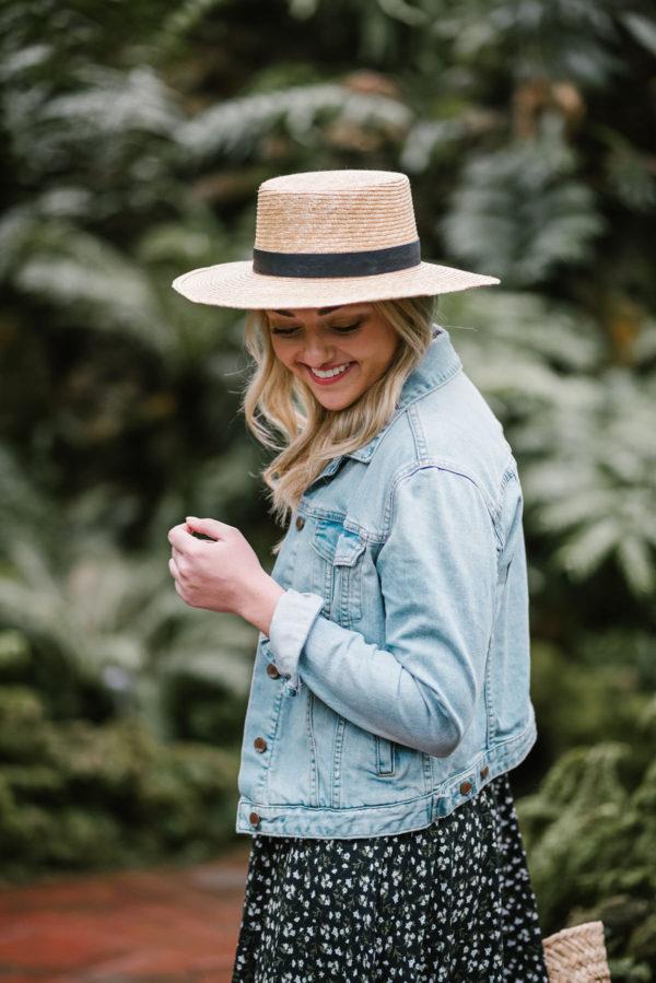 Chicago blogger Bows & Sequins wearing a light denim jacket for spring.