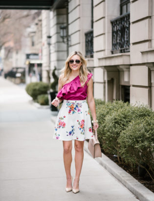 Chicago style blogger Bows & Sequins wearing a fuchsia Devlin top and a floral skirt with a Cuyana satchel.