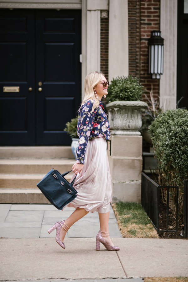 Bows & Sequins wearing a blush pink Rebecca Taylor midi skirt and Kate Spade pink glitter heels with a navy blue Kate Spade handbag.