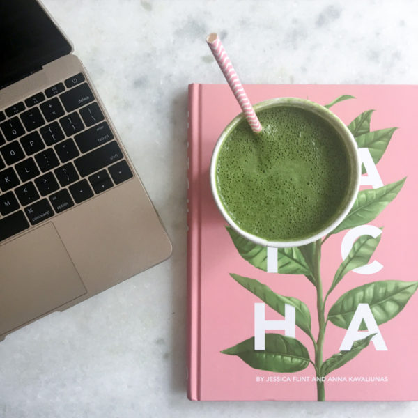 Green Detox Smoothie Recipe on Bows & Sequins