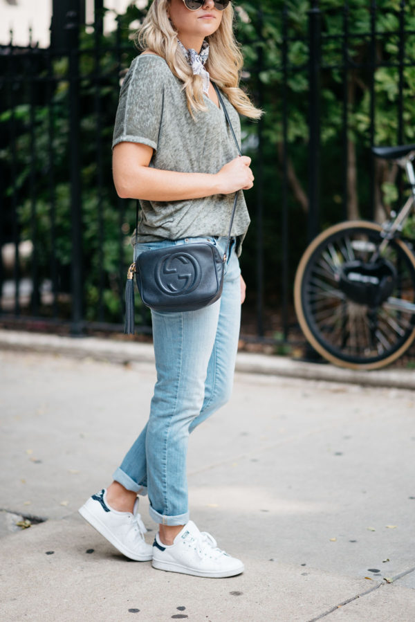 Bows & Sequins styling a navy Gucci Soho disco crossbody bag with boyfriend jeans with white Stan Smith sneakers.