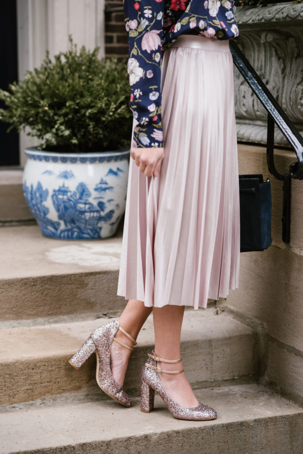 Chicago blogger Jessica Sturdy, of Bows & Sequins, wearing a pink Rachel Roy pleated midi skirt with pink Kate Spade glitter pumps.