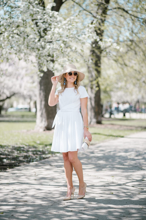 Bows & Sequins wearing a Vineyard Vines white dress for the Kentucky Derby.