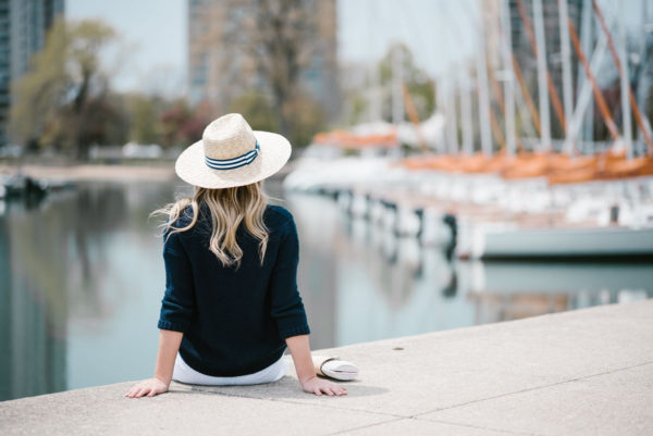 Chicago blogger Jessica Sturdy wearing a Hat Attack x Lemon Stripes straw hat and an Old Navy sweater.