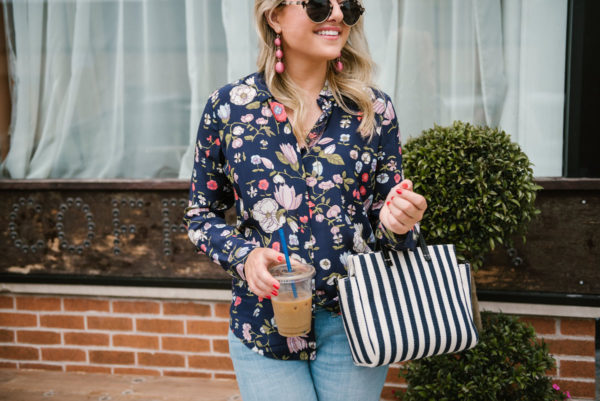 Bows & Sequins at the Spinning J coffee shop in Chicago wearing a floral printed top, Baublebar Crispin drop earrings and Illesteva sunglasses with a striped satchel bag.