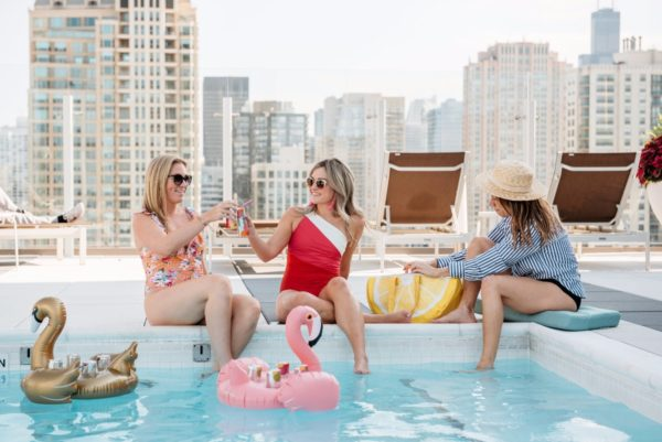 Chicago fashion and lifestyle bloggers throwing a pool party with Seven Daughters wine.