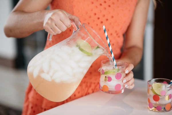 Bows & Sequins pouring summer drinks with Malibu Rum.