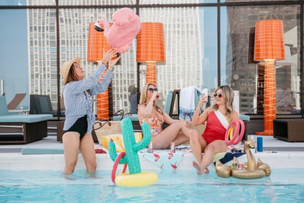 Chicago lifestyle blogger Bows & Sequins throwing a pool party with Seven Daughters moscato and rose wine.