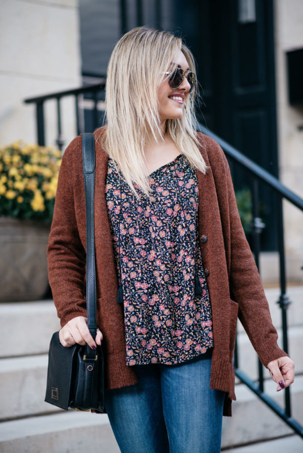 Chicago fashion and lifestyle blogger Bows & Sequins wearing Gucci aviators, a slouchy sweater, an Old Navy floral blouse, Old Navy Rockstar jeans, and a Lancel black Pia bag.