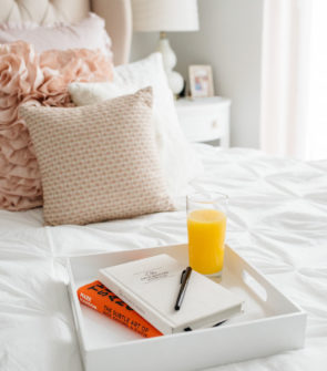 Chicago blogger Bows & Sequins shares tips on setting a good morning routine with Trop50.