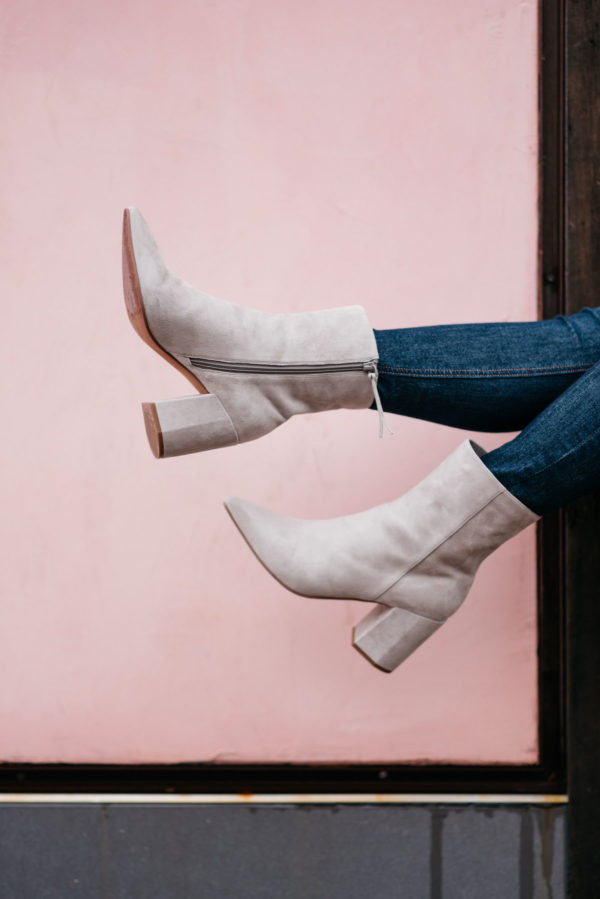 Jessica Rose Sturdy wearing Rag & Bone skinny jeans and Linea Paolo suede ankle booties from Nordstrom.