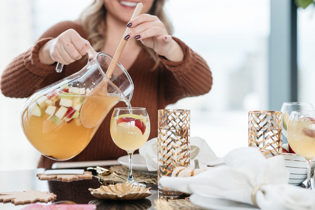 Jessica Sturdy shares her recipe for apple cinnamon Seven Daughters moscato wine for a Friendsgiving Thanksgiving dinner party.