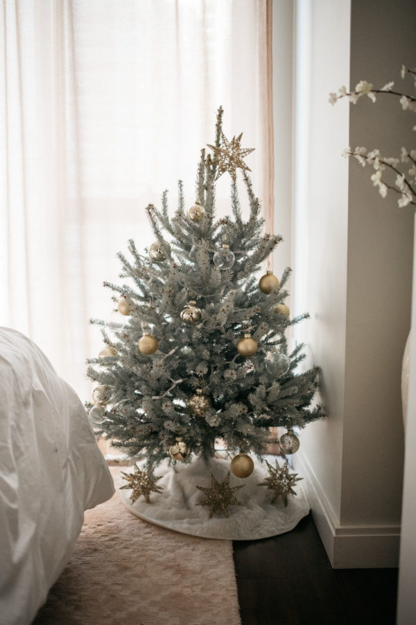 Jessica Sturdy of Bows & Sequins shares her Christmas decor ideas.