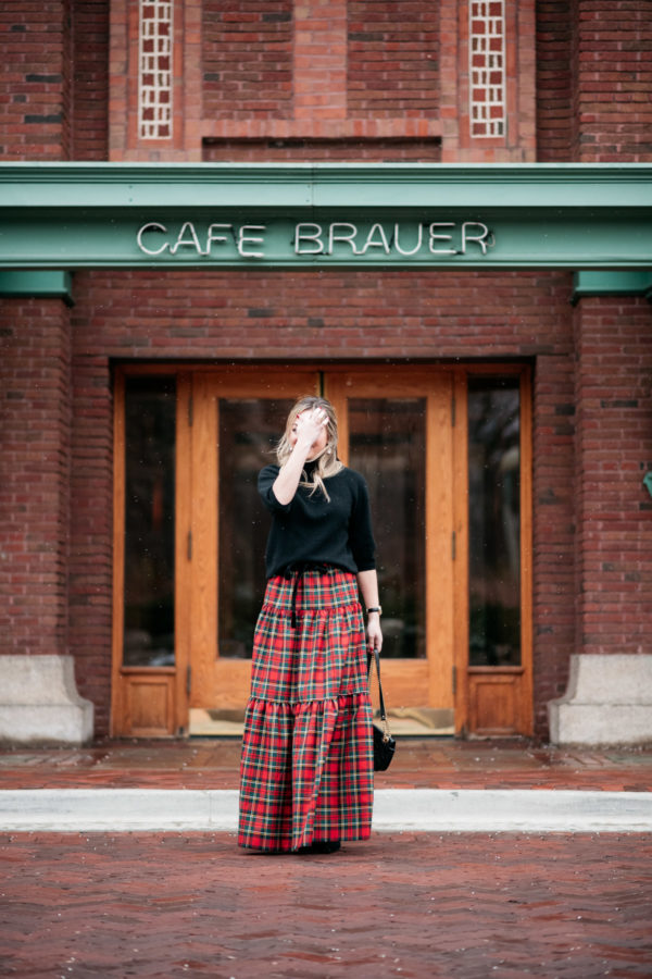 How to wear a plaid maxi skirt outfit