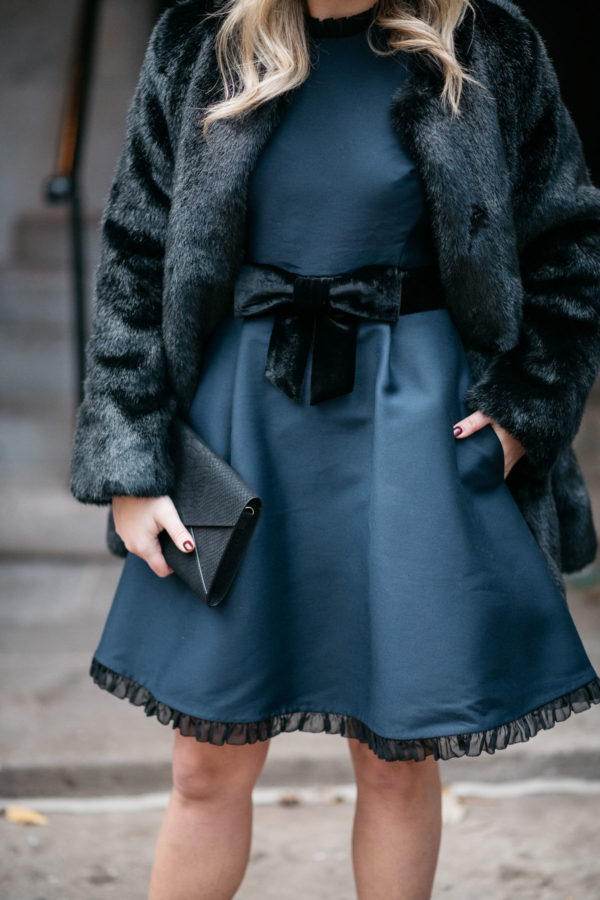 Blogger Jessica Rose Sy Wearing A Black And Navy Kate Spade Dress From Nordstrom With