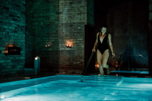 Health and wellness blogger Jessica Sturdy of Bows & Sequins reviews AIRE Ancient Baths in Chicago.