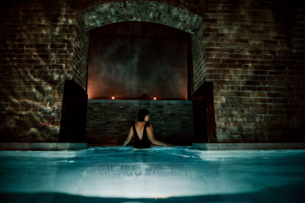 Blogger Jessica Sturdy of Bows & Sequins reviews the new AIRE Ancient Baths in Chicago.
