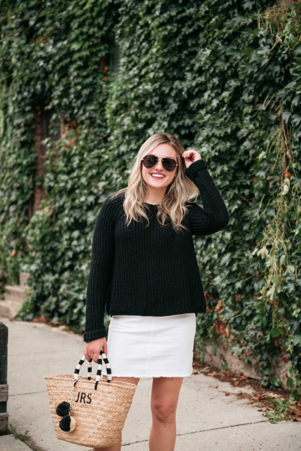 Chicago lifestyle blogger Jessica Sturdy styling a pair of Le Specs Prince Aviators with a monogrammed black and white straw tote by Kayu Designs.