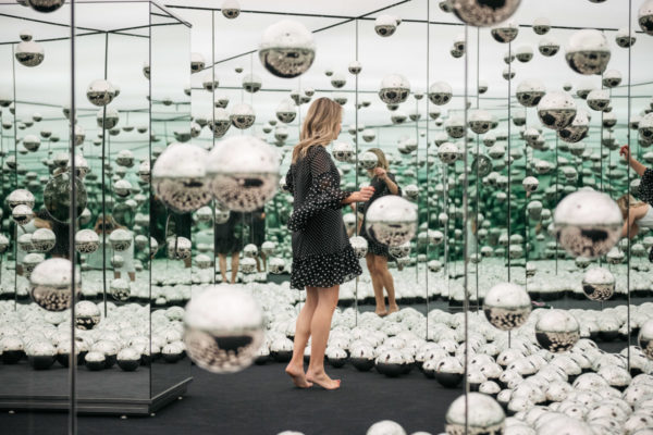 Chicago health and fitness blogger Jessica Sturdy of Bows & Sequins shares photos inside the new Infinity Mirror room.