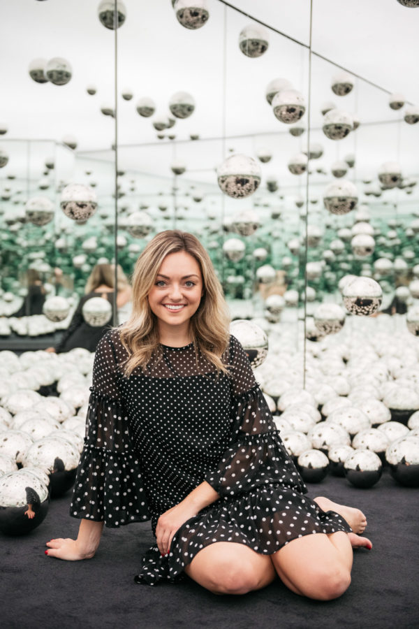 Top women's lifestyle blogger Jessica Sturdy of Bows & Sequins at Chicago's new Infinity Mirrors exhibit.