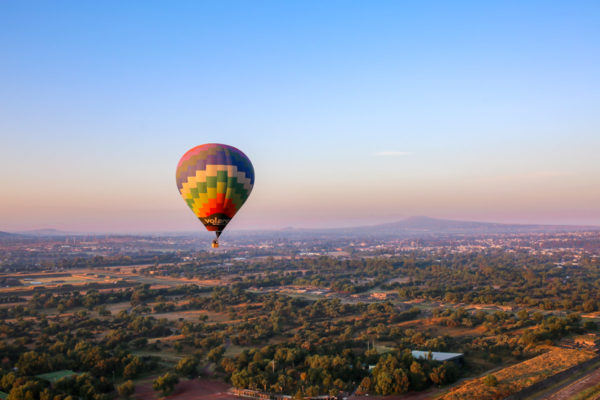 Jessica Sturdy travel photography hot air balloon at sunrise over Teotihuacan Pyramids outside of Mexico City