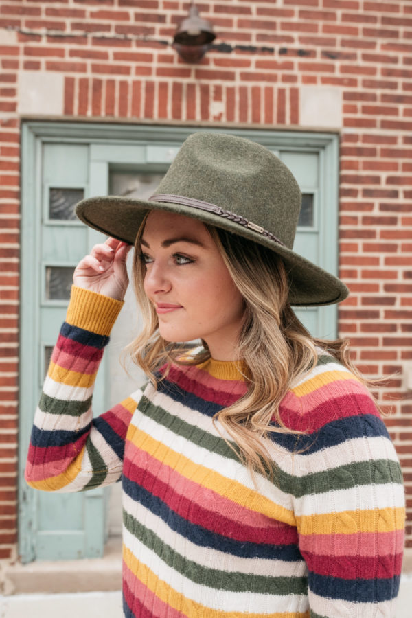 Chicago influencer Bows & Sequins wearing a Barbour tack fedora in olive with a cable knit cashmere crewneck sweater from Nordstrom.