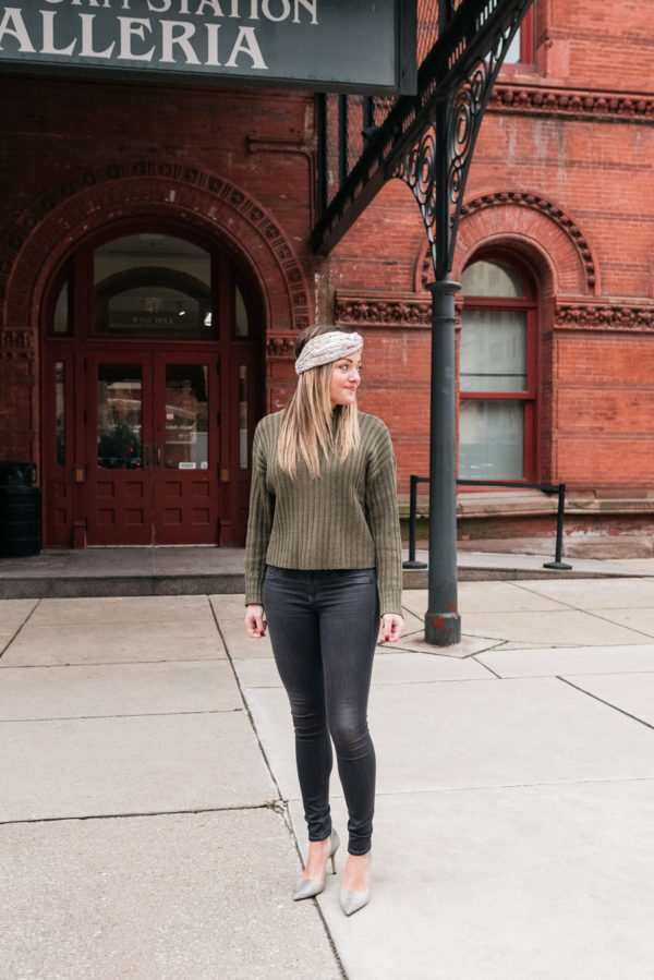 Chicago blogger Bows & Sequins styling a sequin headband with grey skinny jeans and a green turtleneck sweater.