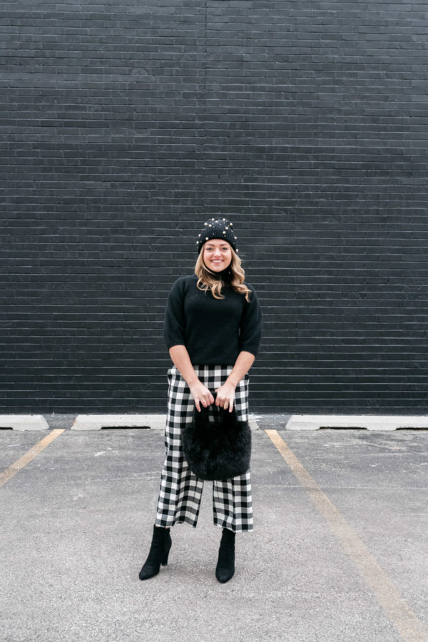 Chicago blogger Bows & Sequins styling a monochromatic black and white outfit with checkered pants.