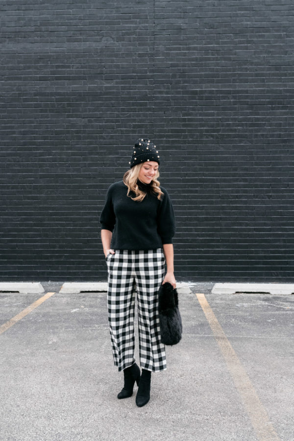 Chicago lifestyle blogger Bows & Sequins styling a pair of gingham wide leg trousers from Nordstrom.