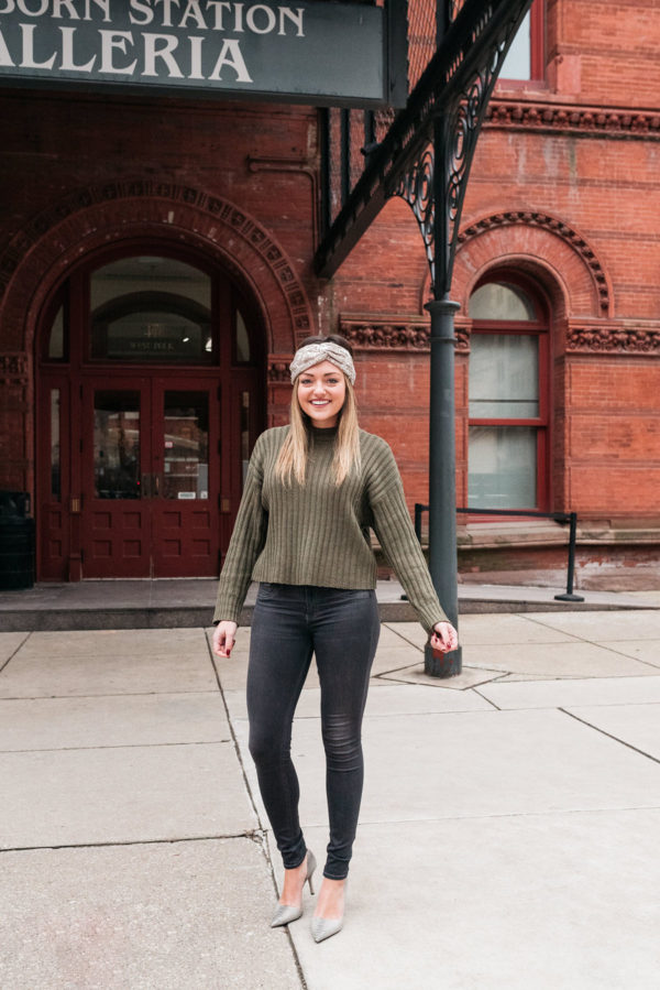 Chicago lifestyle influencer Bows & Sequins wearing a sequin headband, rag & bone skinny jeans, and grey d'orsay pointed pumps.