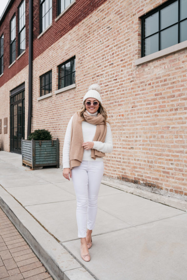 Top Chicago influencer Jessica Sturdy of Bows & Sequins styling a monochromatic white outfit in the winter.