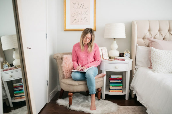 Chicago wellness blogger Bows & Sequins sharing tips for setting goals and journaling.
