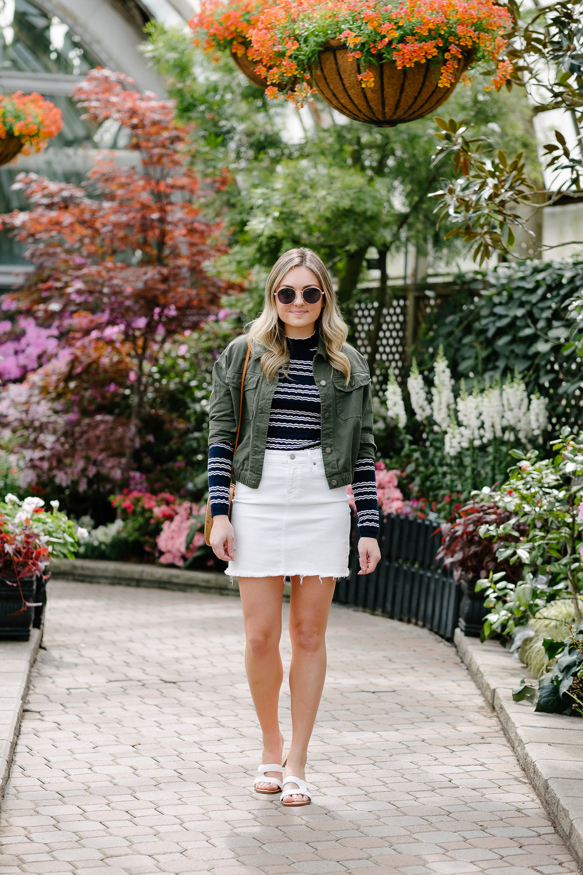 b99765314836 Chicago fashion blogger Bows   Sequins wearing a white denim skirt with a  blue and white