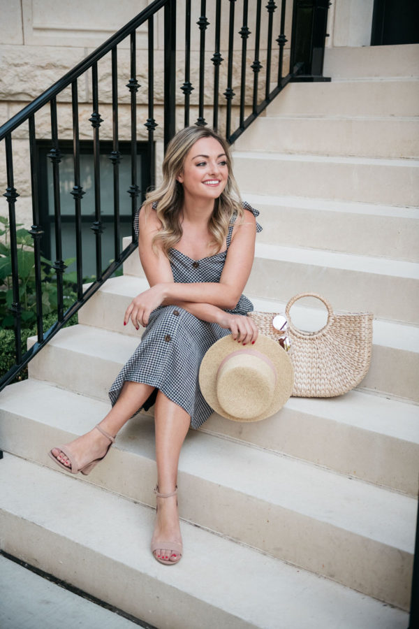 Chicago blogger Jessica Sturdy of Bows & Sequins sitting on a stoop in the Gold Coast.