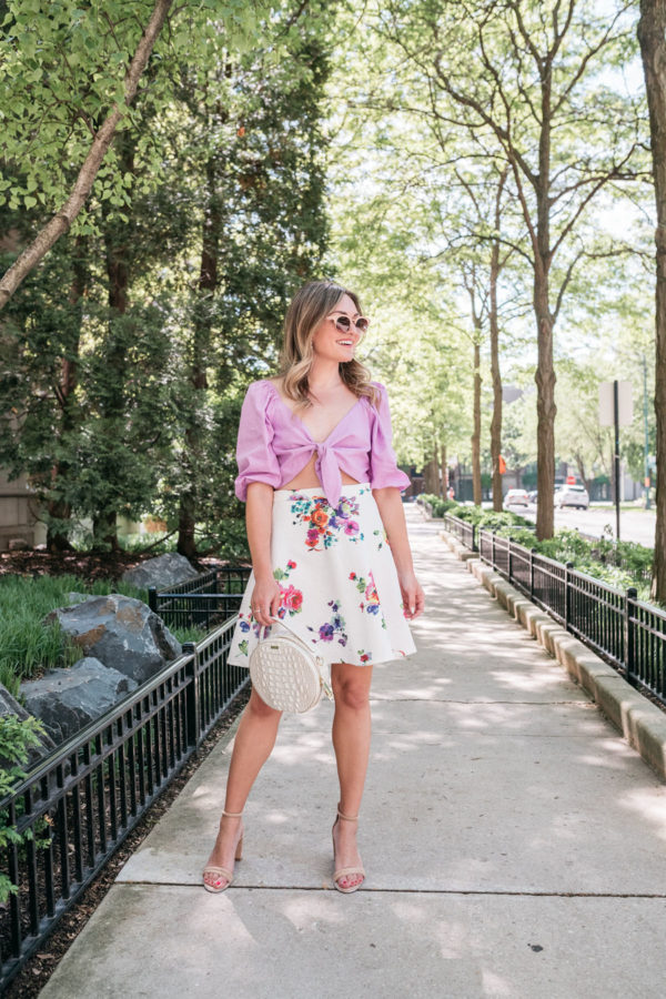 Chicago personal stylist wearing a floral skirt and round circle bag for summer.