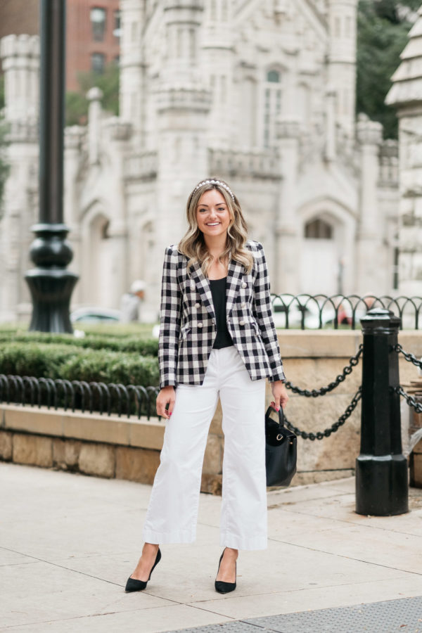 Chicago style blogger Jessica Sturdy of Bows & Sequins styling a black and white Veronica Beard blazer and Vineyard Vines white pants.