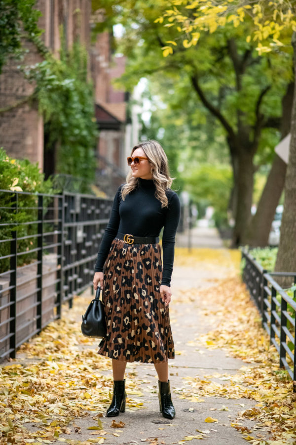 Chicago fashion and beauty blogger Bows & Sequins wearing a leopard print skirt with a black turtleneck.