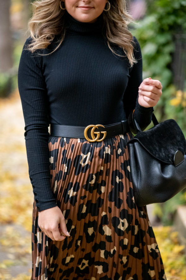 Lifestyle blogger Bows & Sequins styling a leopard skirt for fall.