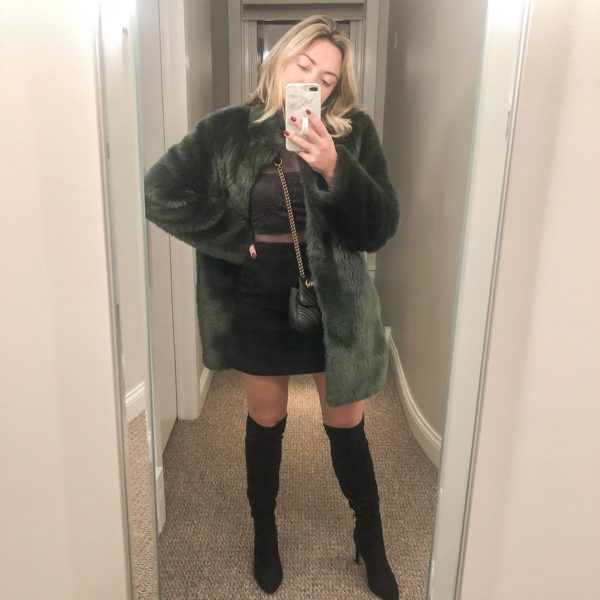Chicago blogger wearing a faux fur green coat to Tao in Chicago.
