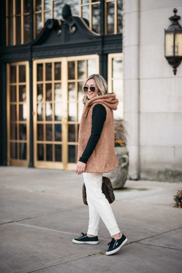 Fashion and travel influencer Jessica Sturdy styling white jogger pants with Superga black sneakers.