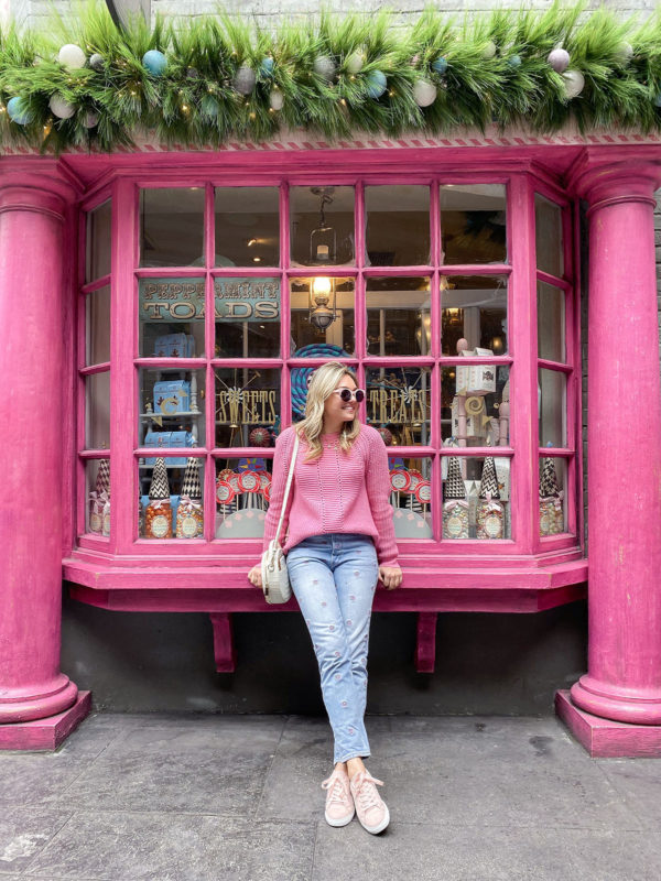Travel blogger Bows & Sequins at Diagon Alley in Orlando