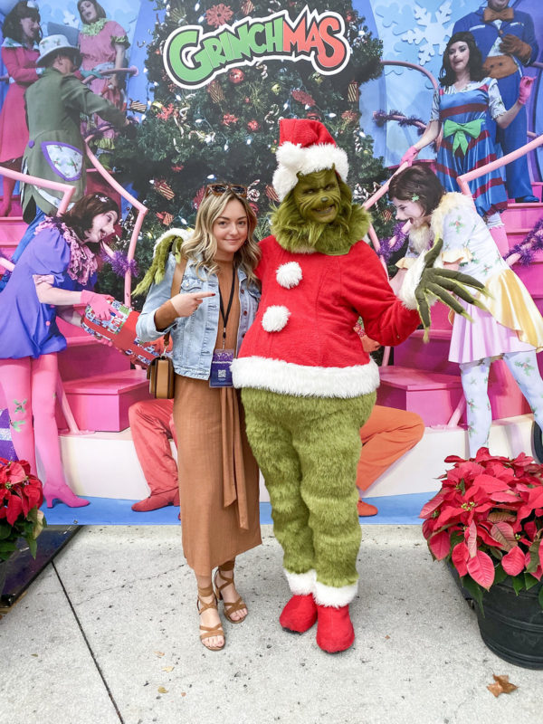 Travel blogger Jessica Sturdy with The Grinch at Universal Studio's Grinchmas.