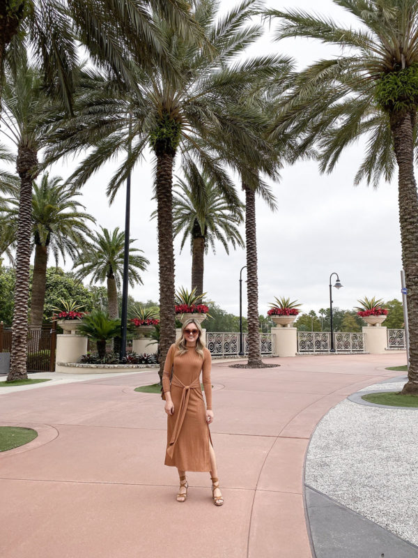 Travel blogger Bows & Sequins wearing a monochromatic burnt orange outfit with a Topshop Ribbed Midi Dress